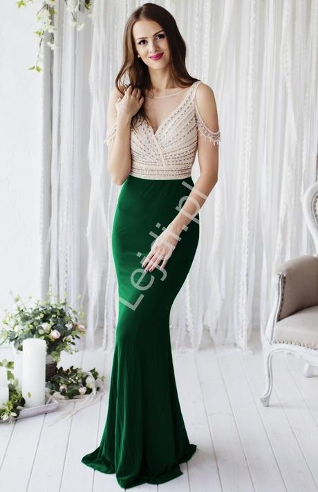 Zwiewna długa sukienka na wesele