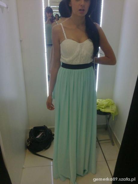 Długa suknia z gorsetem