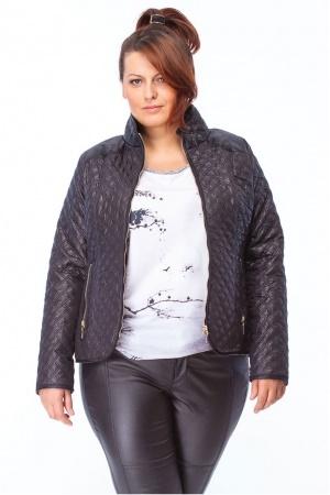 Niestety odzież damska projektowana dla kobiet o sylwetkach plus size wciąż pozostawiają wiele do życzenia. W XL-ce odstawiamy na bok babcine stroje oraz nie używamy słowa