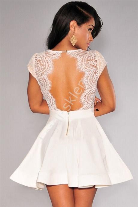 Kremowa sukienka na wesele